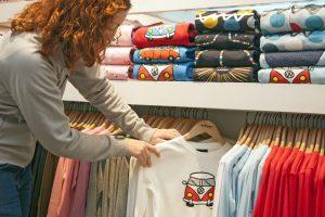 Sitodruk na ubraniach - charakterystyka i zastosowanie
