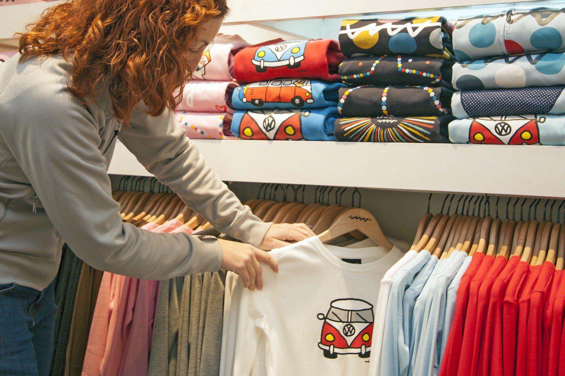 Sitodruk na ubraniach – charakterystyka i zastosowanie