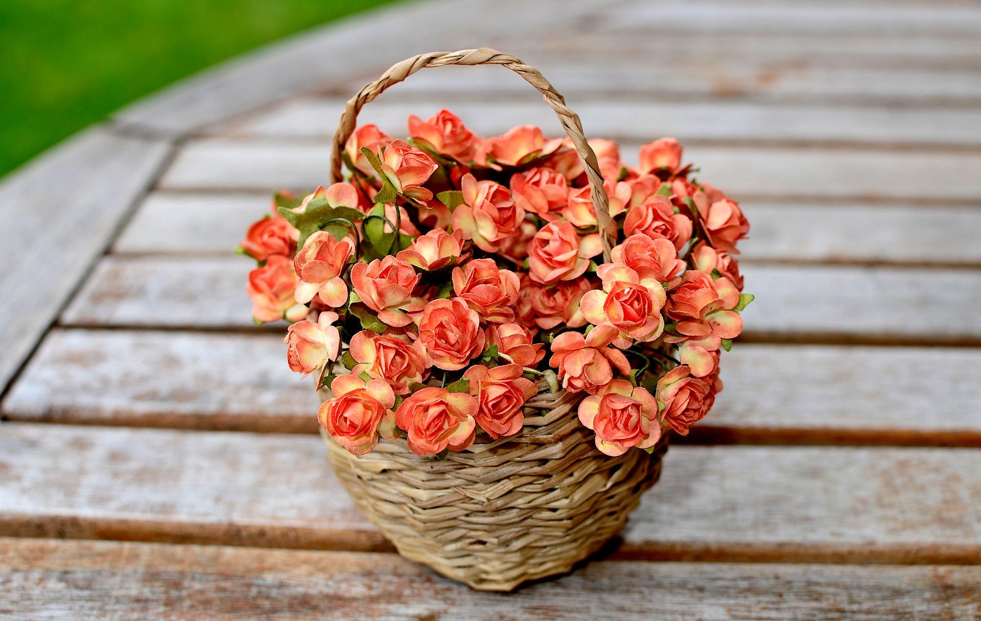 Kwiaty i rośliny sztuczne. Kiedy po nie sięgnąć?