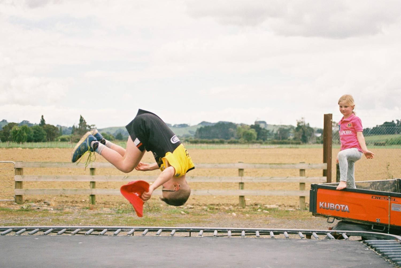 Jak się ubrać na trampoliny, by trening był przyjemny i efektywny?