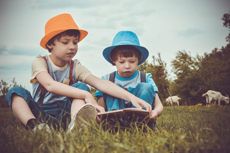 Jak samodzielnie projektować ubrania dla dzieci?